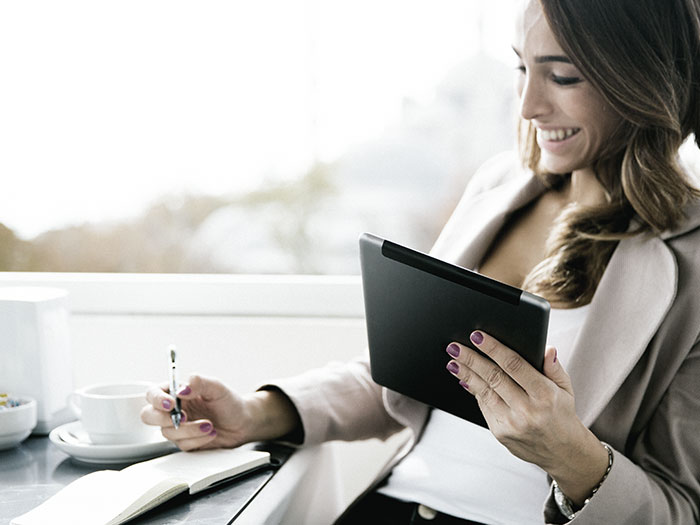 Woman working outdoors | Atradius