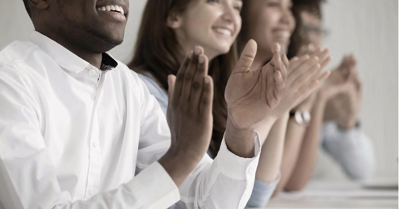 multicultural_business_audience_desat_4c_hr